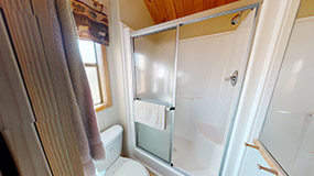 DELUXE CABIN (FULL BATH WITH SHOWER) Image #4